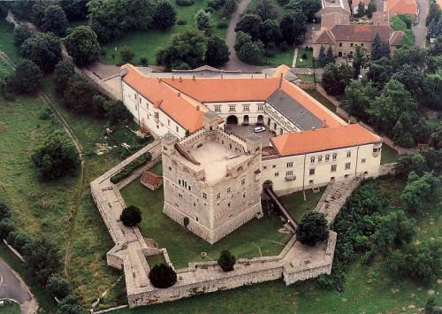 800px-Sarospatak_-_Castle